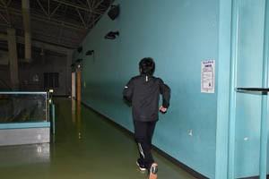 HP191219体育館にランニングコース